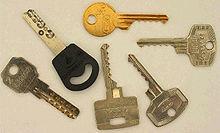 Klíče k domovním dveřím
