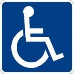 Bezohlední řidiči v Tišnově parkují na invalidech