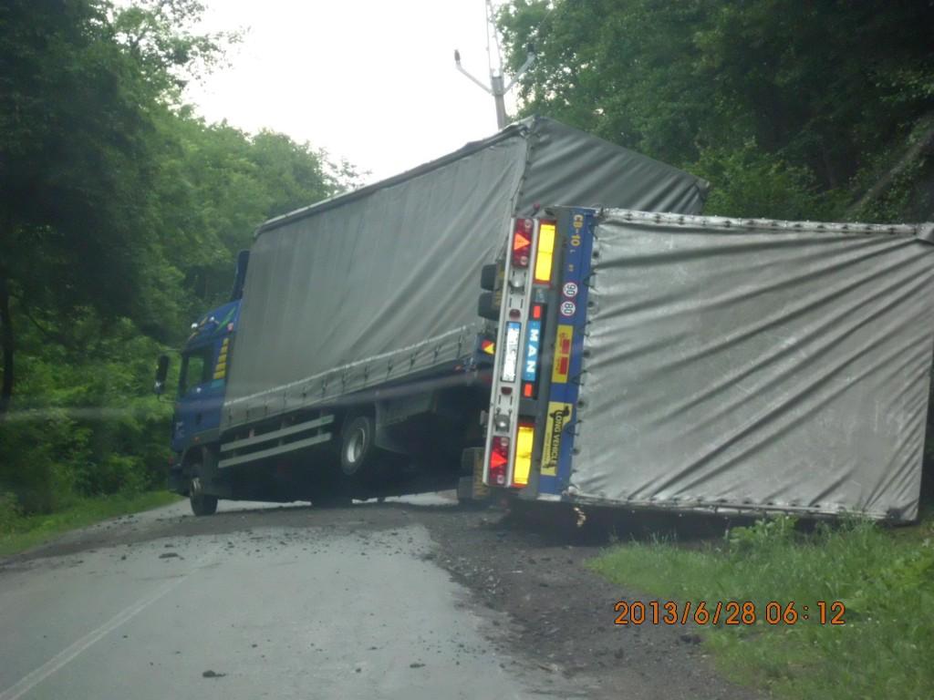 Kamion mezi Tišnovem a Drásovem
