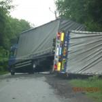 Převrácení kamionu mezi Tišnovem a Drásovem